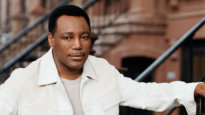 click to buy George Benson UK concert tickets